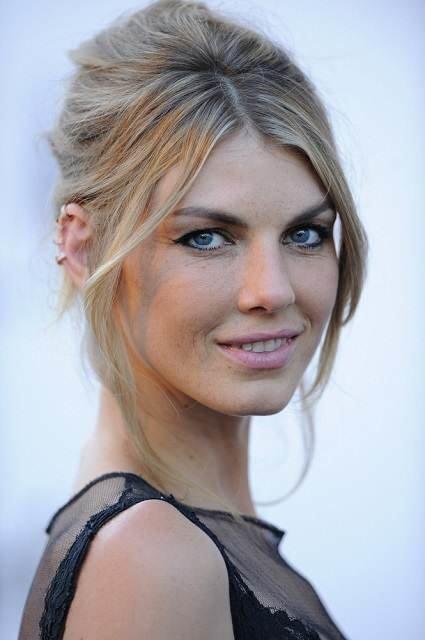 Angela Lindvall bra size
