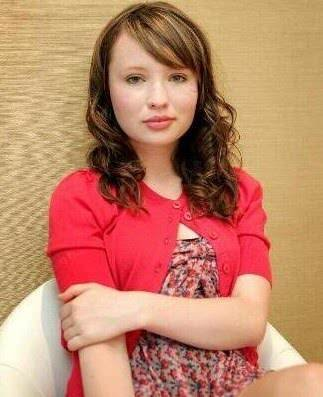 Emily Browning Bra Size